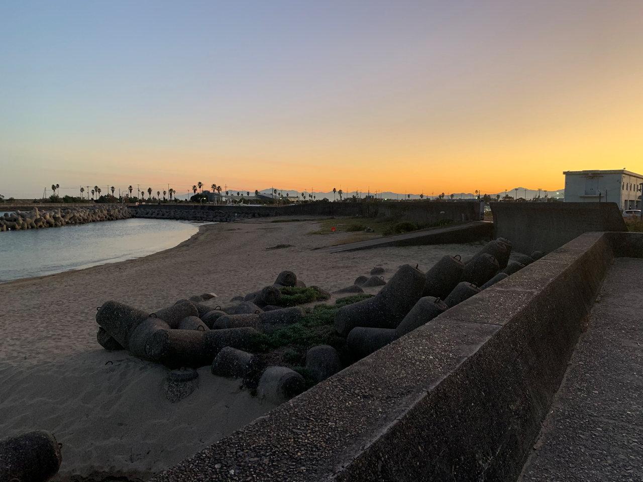 裏の海岸の夕景
